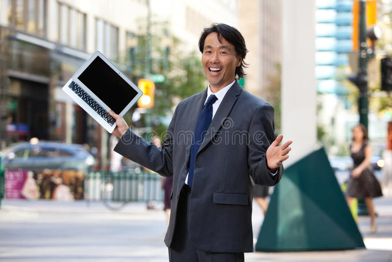 biznesmena mienia laptopu target1250_0_ obrazy royalty free
