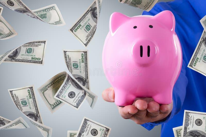 Biznesmena mienia prosiątka dolara i banka banknotów Latać fotografia royalty free
