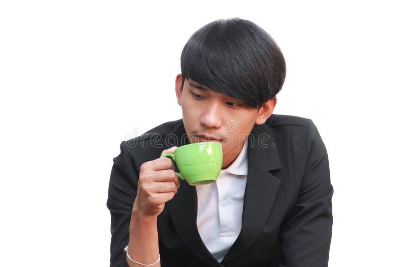 Biznesmena napój filiżanka na białym tle zdjęcie stock