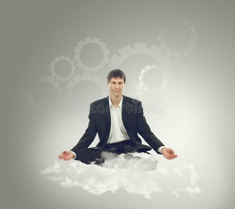 Biznesmena obsiadanie w lotosowej pozyci na chmurze zdjęcia stock