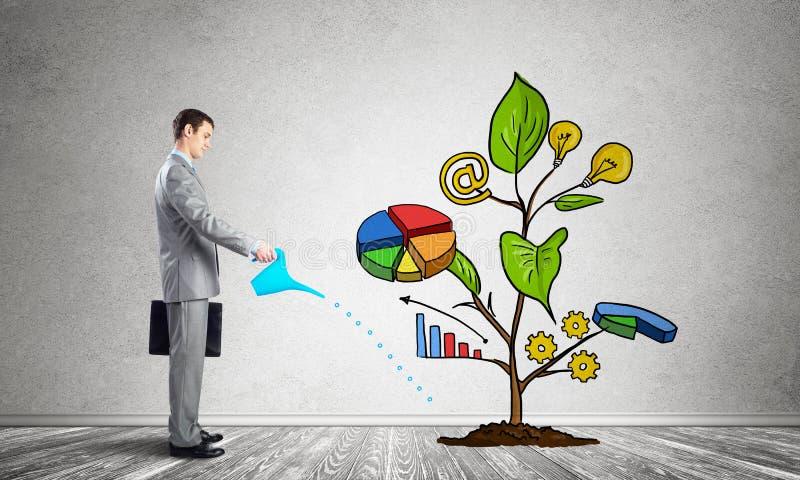Biznesmena podlewania rysunkowy drzewo z symbolami obrazy stock