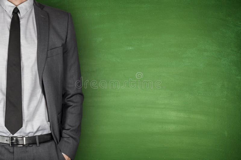 Biznesmena przód Blackboard zdjęcia stock