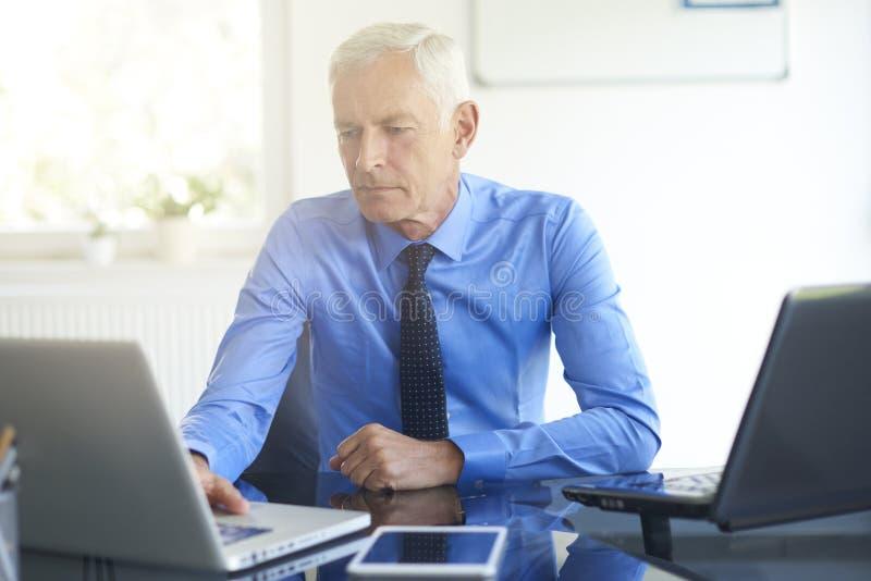 Biznesmena starszy portret zdjęcie stock