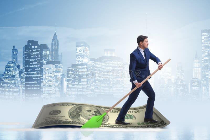 Biznesmena wioślarstwo na dolarowej łodzi w biznesowym pieniężnym pojęciu fotografia stock