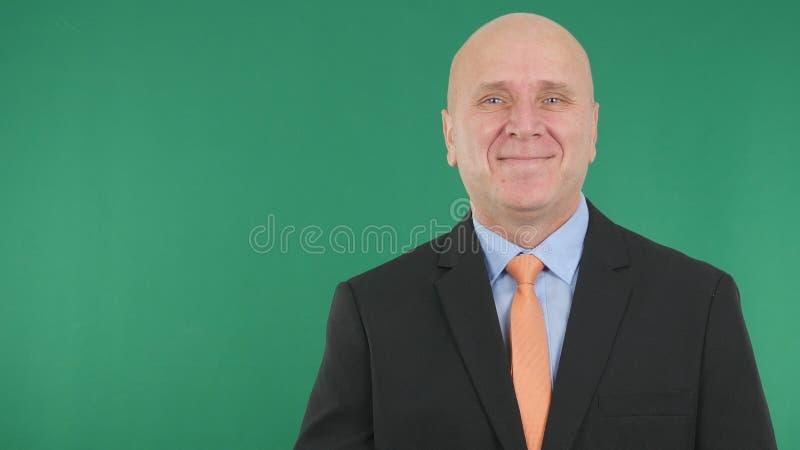 Biznesmena wizerunku ono Uśmiecha się Szczęśliwy Z zieleń ekranem w tle zdjęcie royalty free