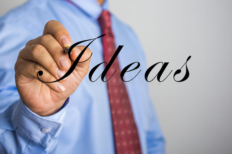 Biznesmena writing pomysły na wirtualnym ekranie obrazy stock