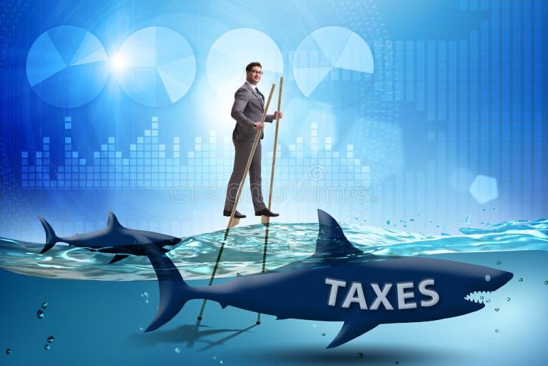 Biznesmena wystrzeganie p?aci wysokich podatki zdjęcia royalty free