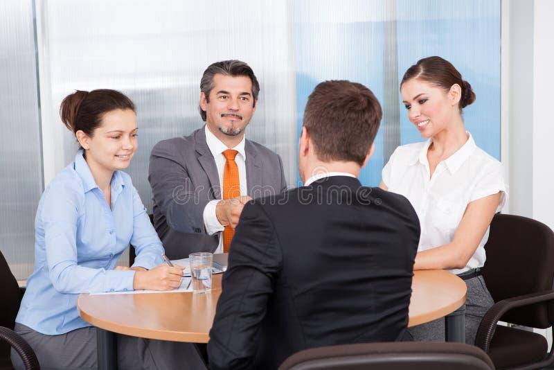 Biznesmeni bierze wywiad zdjęcie stock