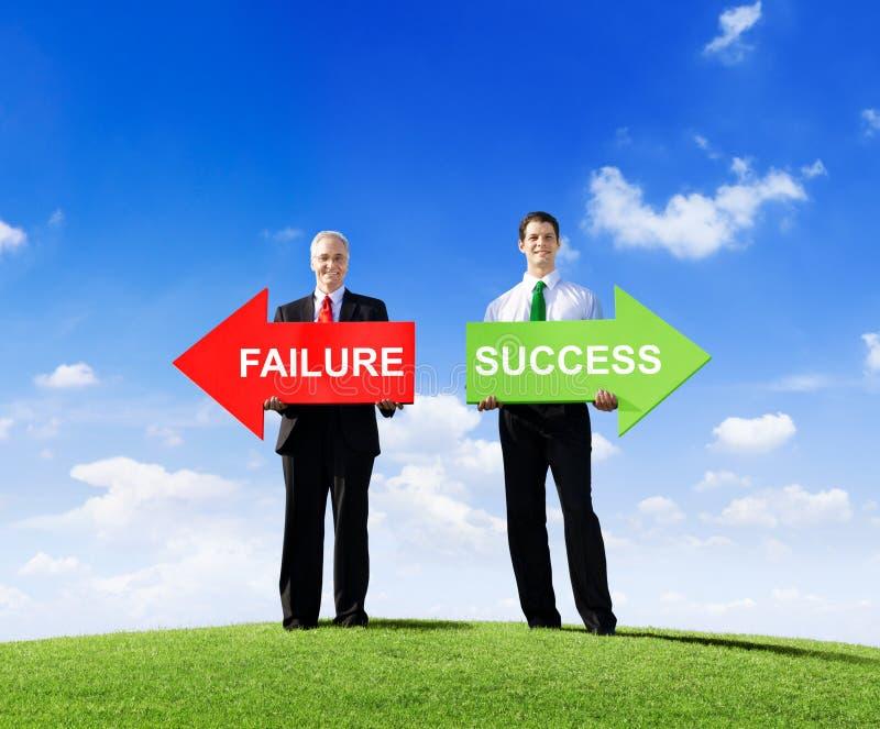 Biznesmeni Daje opcja sukcesu lub niepowodzenia zdjęcia royalty free