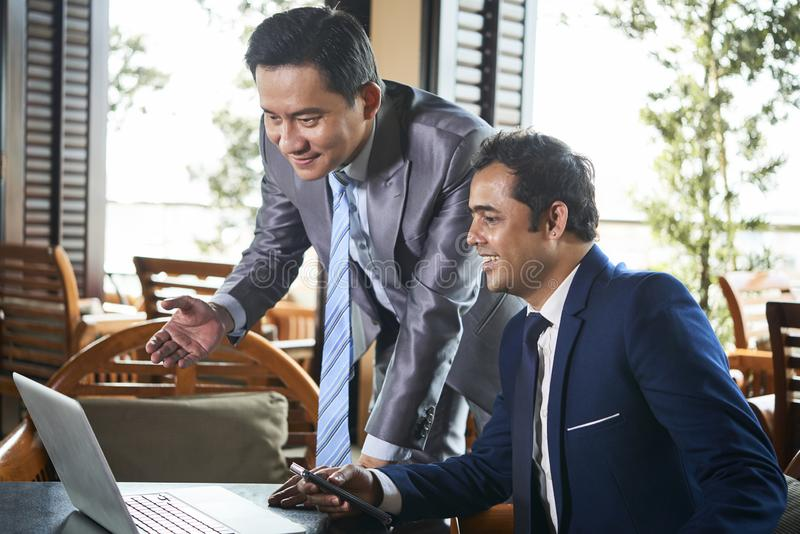 Biznesmeni online konferencję zdjęcie royalty free