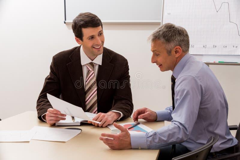 Download Biznesmeni Przygotowywa Nowych Projekty Zdjęcie Stock - Obraz złożonej z szef, przedsiębiorca: 53786102