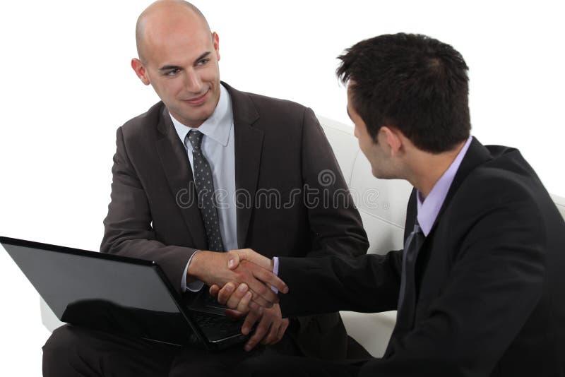 Biznesmeni trząść ręki obraz stock