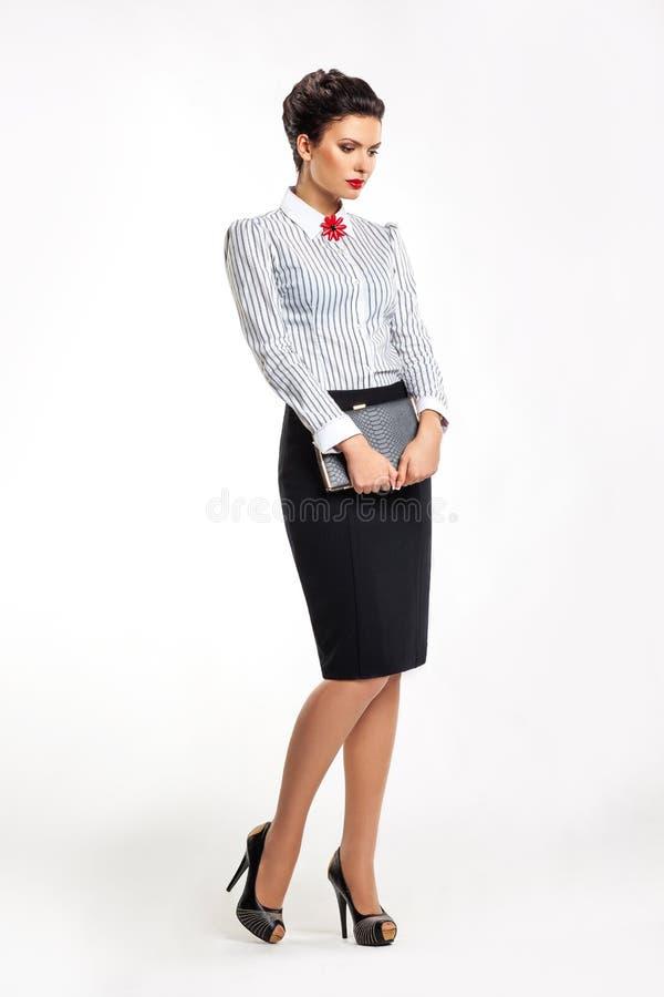 Biznesowa dama w mody spódnicie i bluzce obrazy stock