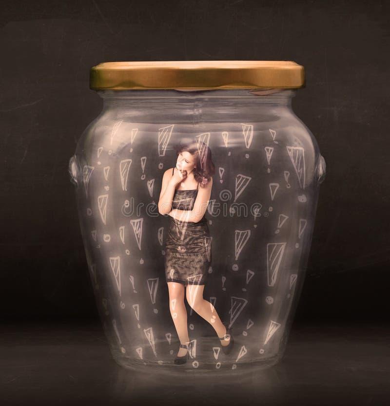 Biznesowa kobieta łapać w pułapkę w słoju z okrzyk ocen pojęciem obraz royalty free