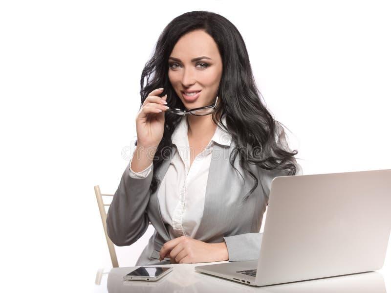 Biznesowa kobieta na białym tle w klasyku odziewa fotografia stock
