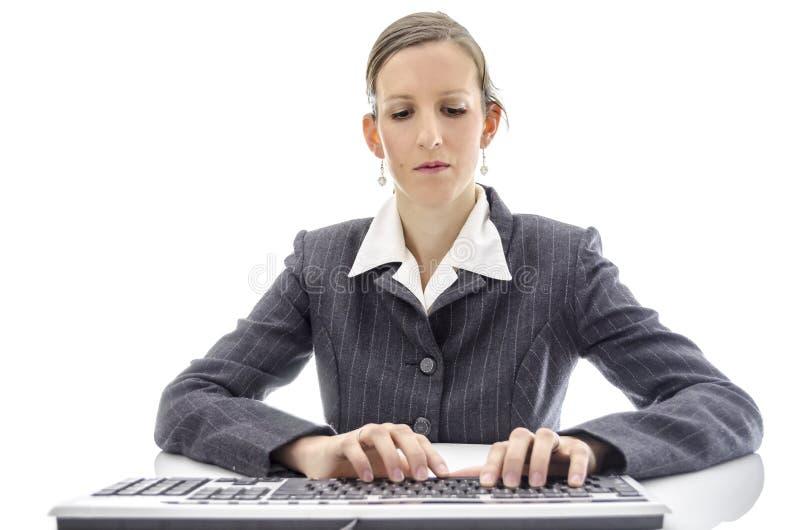 Biznesowa kobieta pisać na maszynie na klawiaturze obraz royalty free