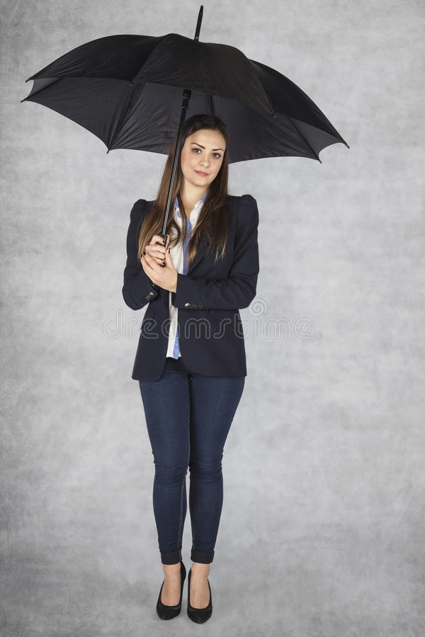 Biznesowa kobieta pod parasolem, ochrona pracownik zdjęcia stock