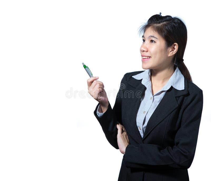 Biznesowa kobieta trzyma pióro, biznesowego pojęcia myślący sukces obraz stock