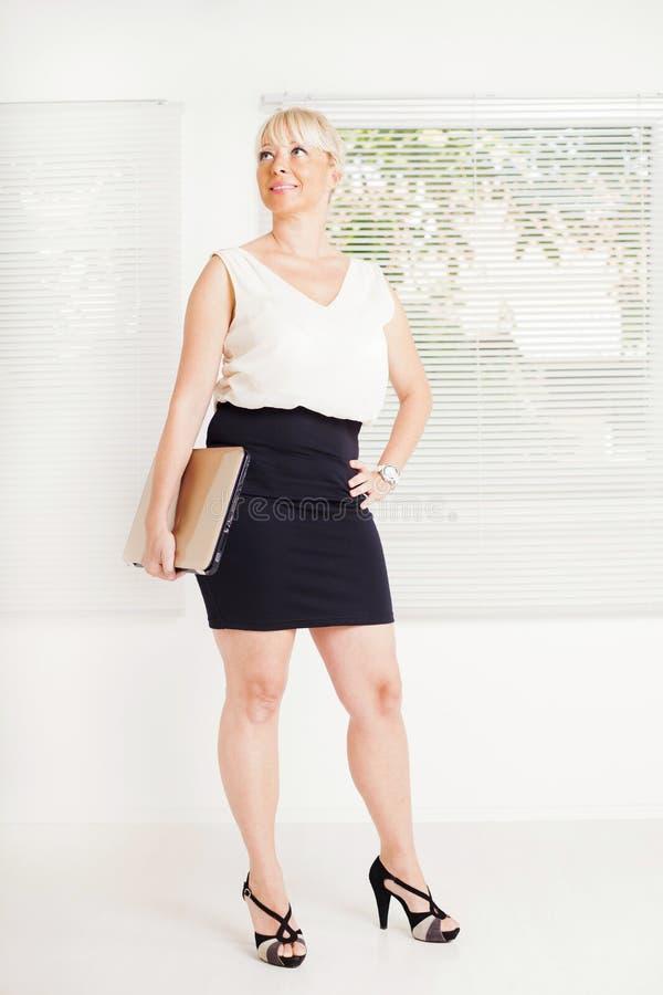 Biznesowa kobieta w biurze zdjęcie royalty free