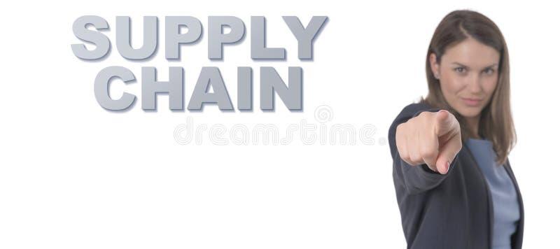 Biznesowa kobieta wskazuje teksta łańcuchu dostaw pojęcie zdjęcia royalty free