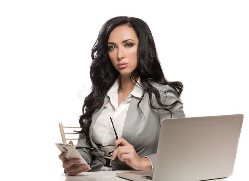 Biznesowa kobieta z telefonem i szkłami obraz stock