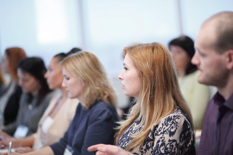 Biznesowa konferencja i prezentacja Widownia przy sala konferencyjną obraz stock