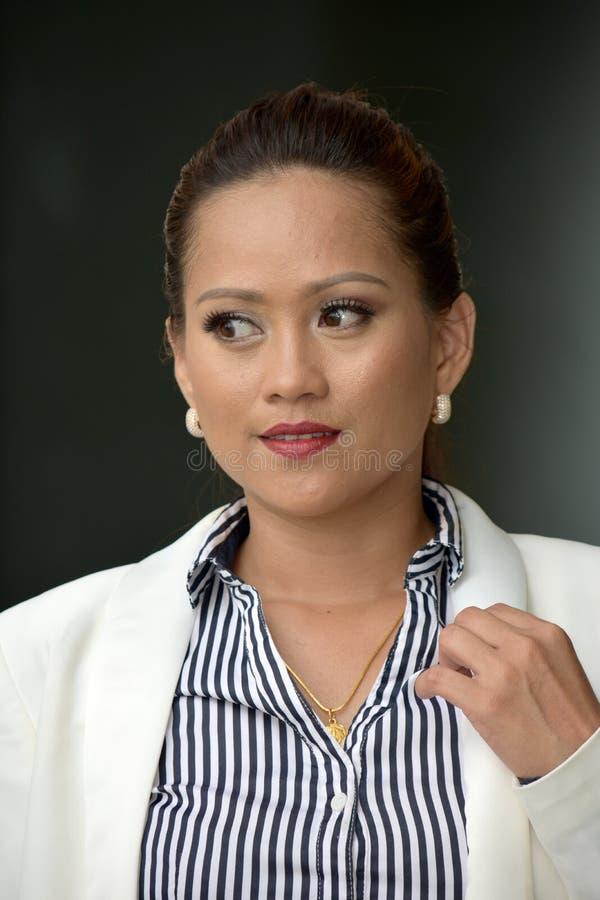 biznesowa kontemplacyjna kobieta zdjęcie royalty free