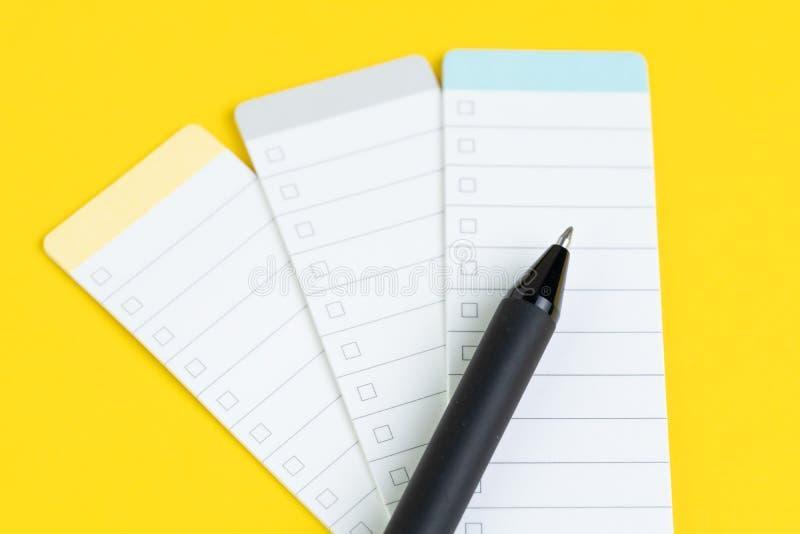 Biznesowa pomysłu czeka lista, planujący dla robić zakupy przypomnienia lub projekta priorytetu zadania listę, czerni pióro na ma obraz stock