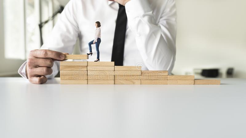 Biznesowa praca zespołowa wspina się kroki sukces zdjęcie royalty free