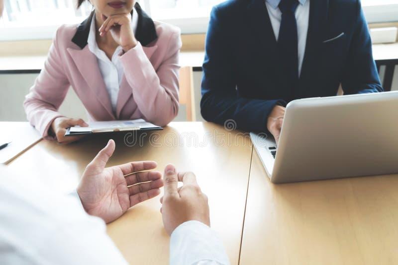 Biznesowa sytuacja, akcydensowego wywiadu pojęcie Partner biznesowy drużyna fotografia stock
