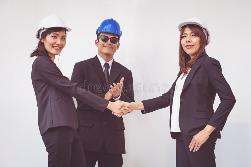 Biznesowe brygadiera chwiania ręki, wykończeniowe w górę spotkania zdjęcia royalty free