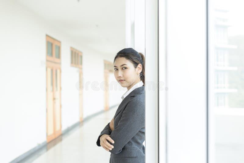 Biznesowe kobiety na podłoga obraz royalty free
