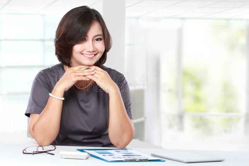biznesowego biura kobiety działanie zdjęcia royalty free