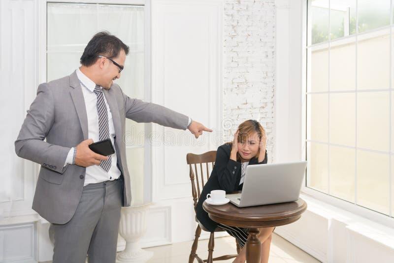 Biznesowego mężczyzna i kobiety stres zdjęcie royalty free