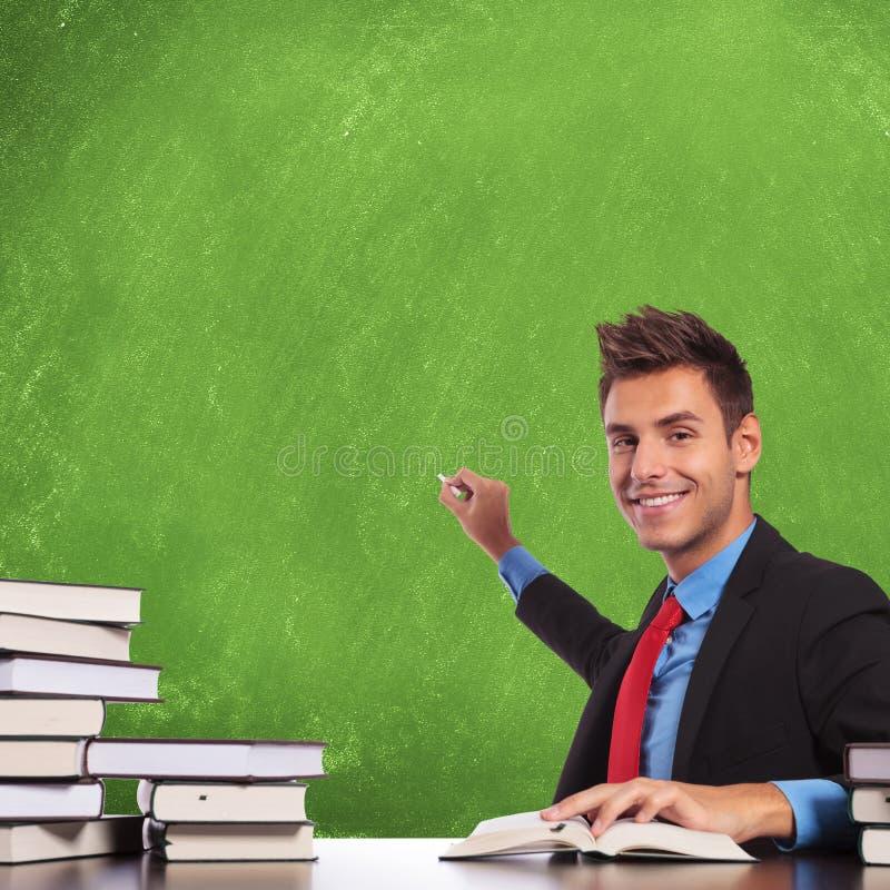 Mężczyzna przygotowywa pisać obrazy stock