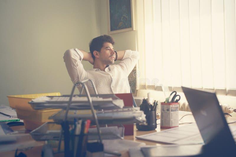 Biznesowego mężczyzna odpoczywać Czas wolny aktywność obrazy royalty free