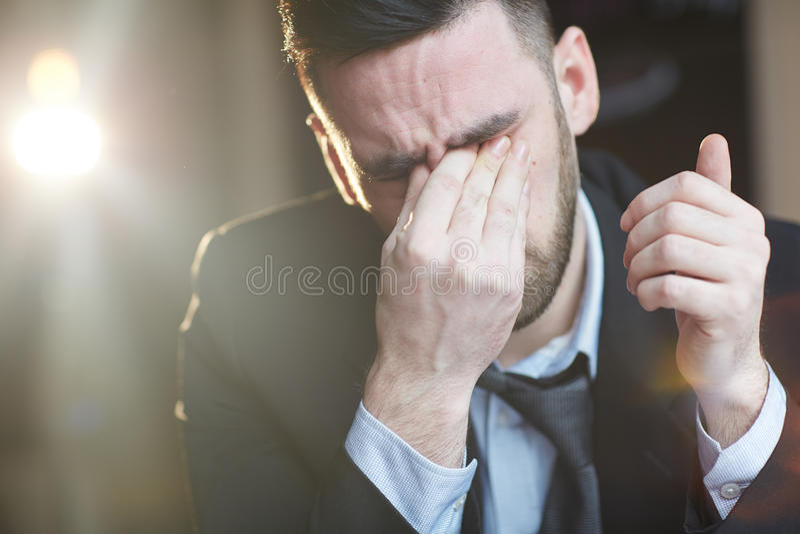 Biznesowego mężczyzna płacz zdjęcie royalty free