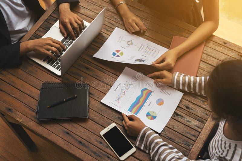Biznesowego spotkania grupa od odgórnego widoku zdjęcia stock