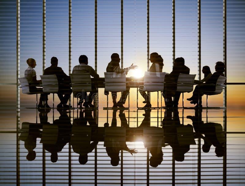 Biznesowego spotkania słońca strategii Fachowi pojęcia fotografia royalty free
