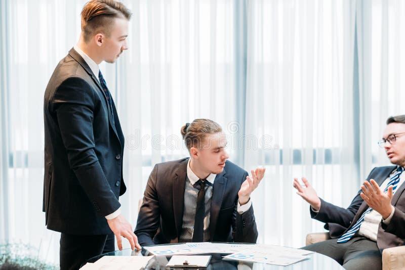 Biznesowego spotkania troubleshooting komunikacja obrazy stock
