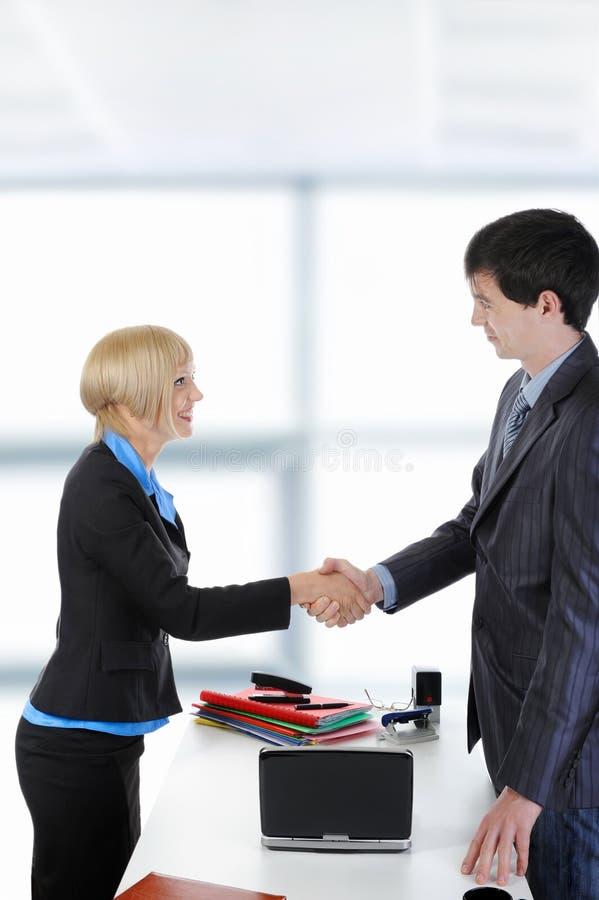 biznesowego uścisk dłoni szczęśliwi partnery obraz stock