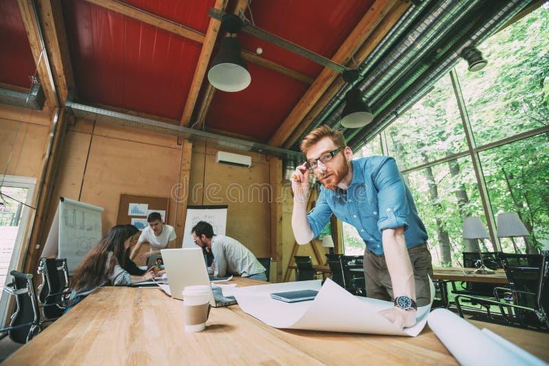 Biznesowej architektury projektant wnętrz spotkania pojęcie obrazy stock