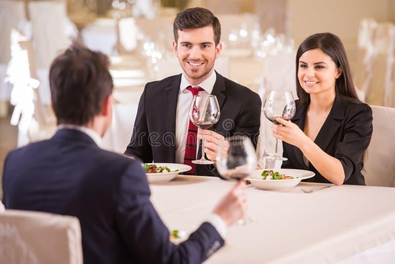 biznesowej filiżanki przydatny emisyjny lunch otwierał zdjęcie stock
