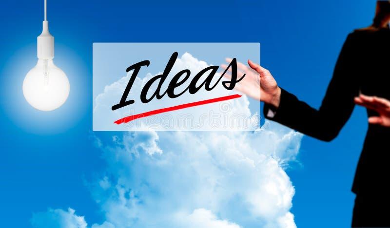 Biznesowej kobiety mienia pomysłu znak - biznesowy pojęcie zdjęcie royalty free