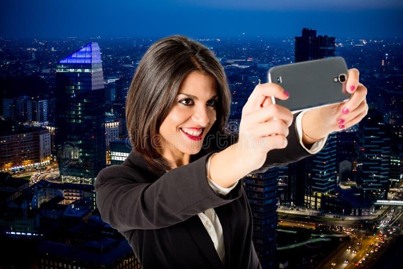 Biznesowej kobiety selfie od drapacza chmur obrazy stock