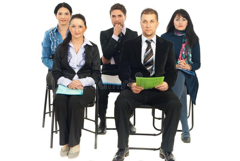 biznesowej konferenci pięć słuchający ludzie zdjęcie stock