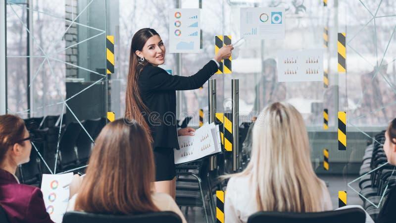 Biznesowej trenowanie postępowej firmy stażowy przyrost zdjęcia stock