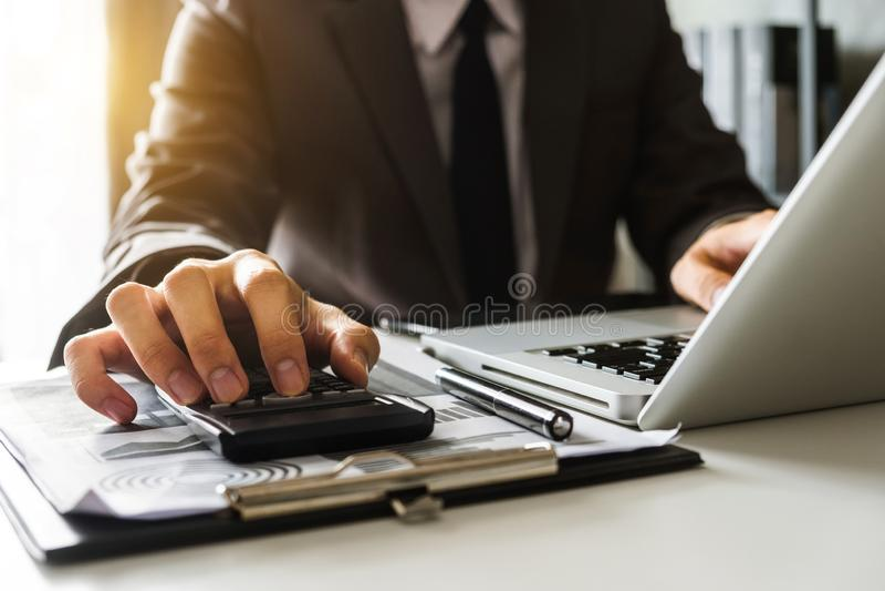 Biznesowi dokumenty na biurowym biurku obrazy royalty free