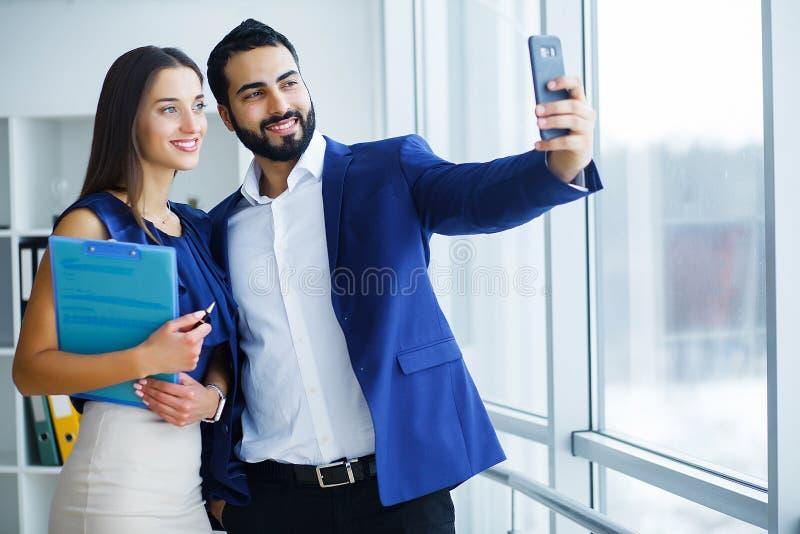 Biznesowi koledzy ma spotkania w biurze zdjęcia royalty free