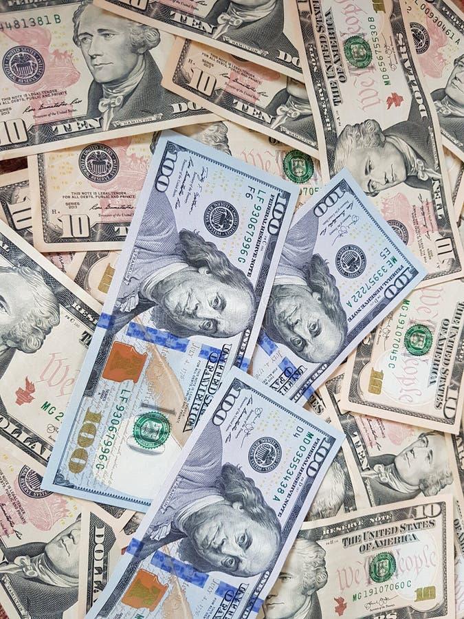Biznesowi pojęcia, tło, finansowa inwestycja i pieniądze wymiana: Amerykańska dolar gotówka Gotowa inwestować dookoła świata obrazy stock
